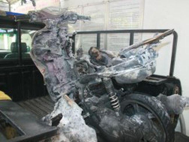 Một tuần, thêm 12 xe máy và 6 ô tô bị cháy