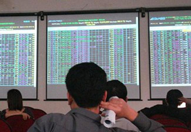 Thanh khoản giảm mạnh trong ngày giao dịch đầu năm 2012
