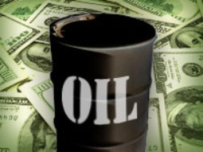Giá dầu vượt 100 USD/thùng trên thị trường châu Á