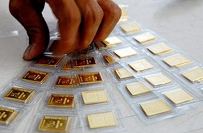 Lãi suất huy động vàng của ngân hàng hợp nhất vượt 4%/năm