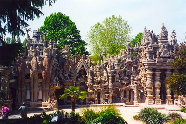 Palais Ideal - Lâu đài kỳ quái nhất thế giới