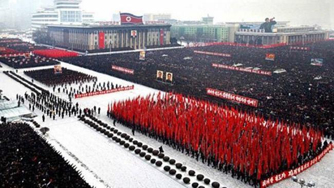 Hơn 100.000 người tuần hành ủng hộ Đại tướng Kim Jong-un