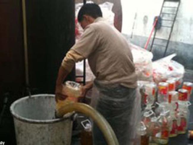 Dầu lạc giả gây vô sinh xuất hiện nhiều ở Trung Quốc