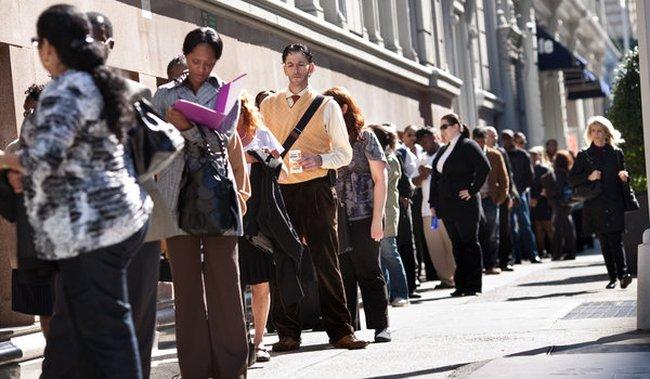 Số lượng người Mỹ được tuyển dụng bất ngờ tăng vọt