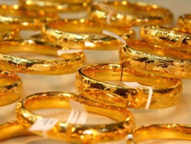 Vàng trong nước ngược chiều thế giới
