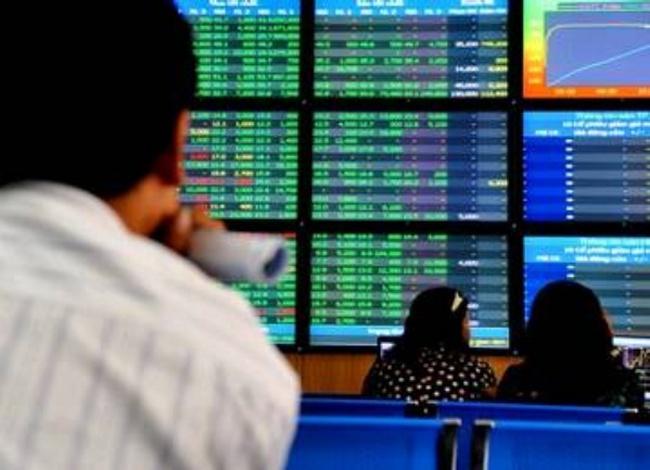 VN-Index mất 4,2% trong tuần đầu tiên năm 2012
