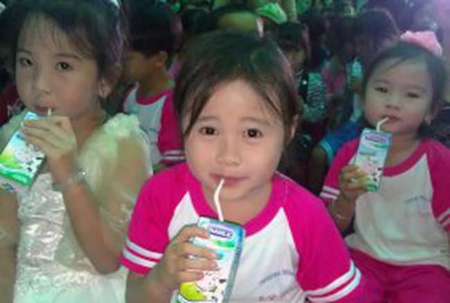 """""""Quỹ sữa Vươn cao Việt Nam"""" cho trẻ em huyện đảo Lý Sơn"""