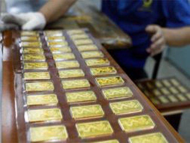 Lãi suất huy động vàng tiếp tục 'neo' cao