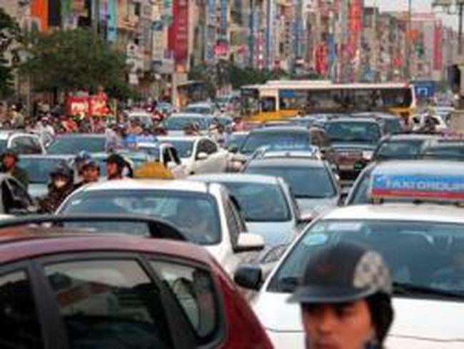 Thu phí xe: Hy sinh nhóm lợi ích để công bằng