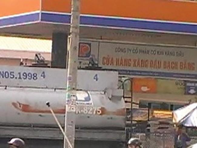 """Petrolimex: Đề nghị khởi tố nhân viên """"rút ruột"""" xăng dầu"""