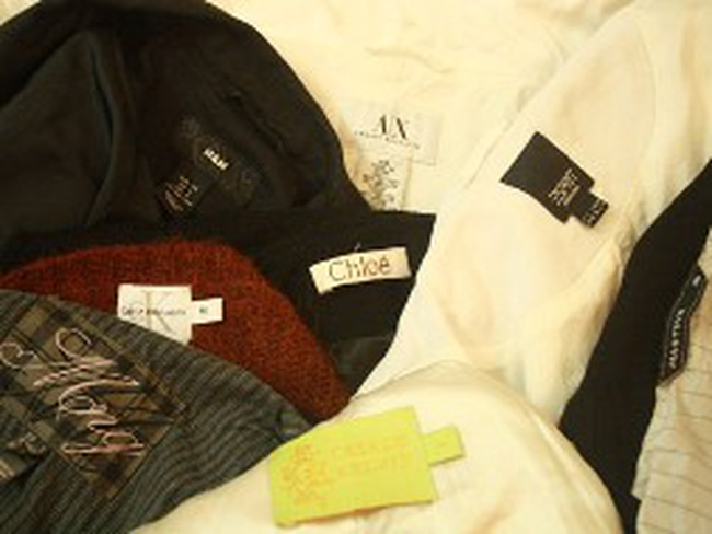 """Quần áo Trung Quốc """"phù phép"""" thành hàng hiệu"""