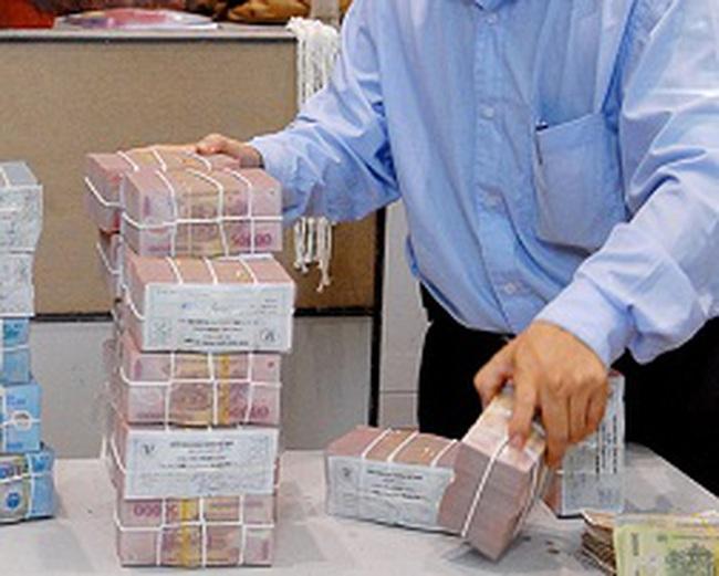 Mượn tiền ngân hàng thưởng Tết nhân viên