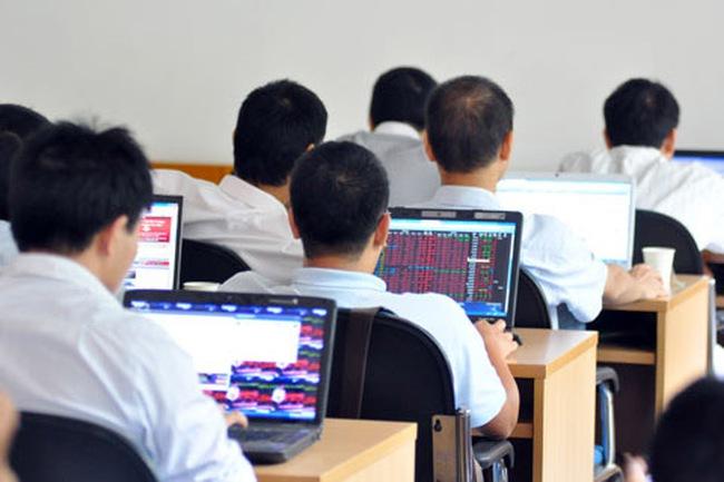 VN-Index tăng hơn 10 điểm, cổ phiếu chứng khoán tăng trần hàng loạt