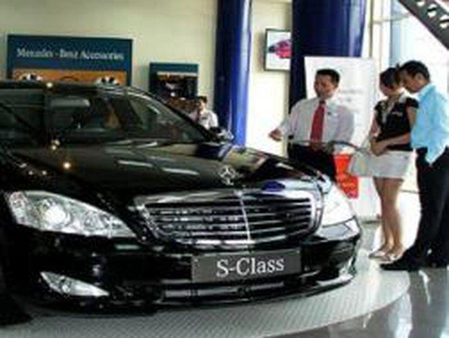 Khó bán, DN ôtô nhún mình hỗ trợ khách