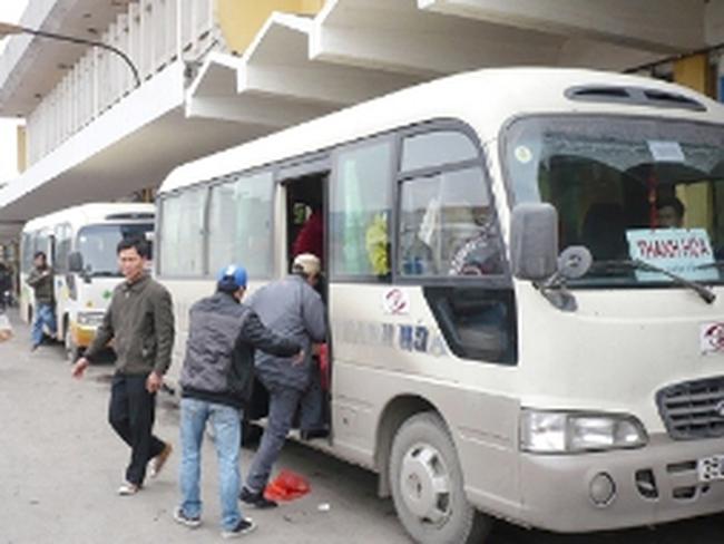 Giá vé xe khách cận Tết tăng chóng mặt