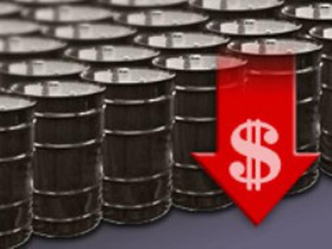 Dầu giảm giá vì nhu cầu xăng của Mỹ thấp nhất 10 năm