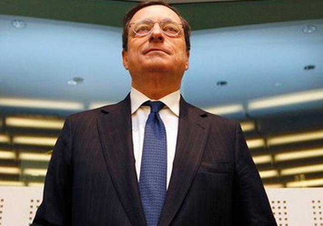 """Người anh hùng """"bất đắc dĩ"""" của khủng hoảng nợ châu Âu"""