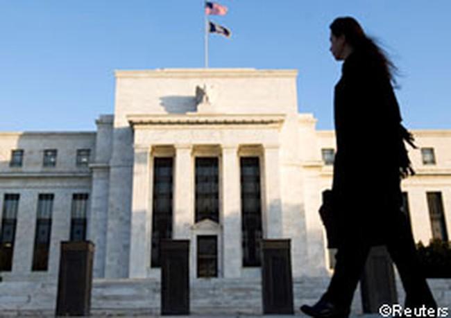 Fed muốn giữ lãi suất thấp kỷ lục thêm 3 năm, Dow Jones tăng điểm