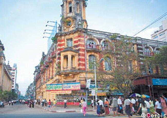 """Myanmar """"vất vả"""" với tình trạng 2 tỷ giá"""