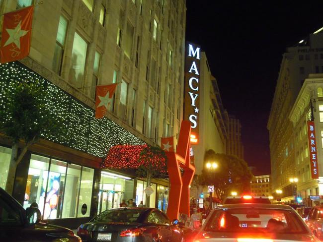 Dân Mỹ đón năm mới bằng... shopping!