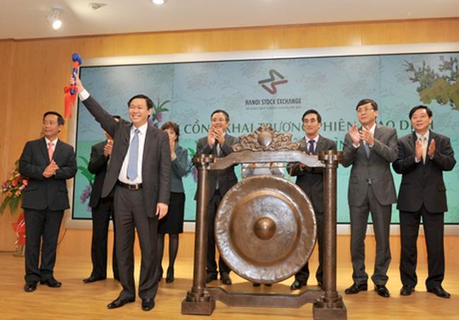Bộ trưởng Vương Đình Huệ đánh cồng khai trương phiên giao dịch đầu tiên năm Nhâm Thìn
