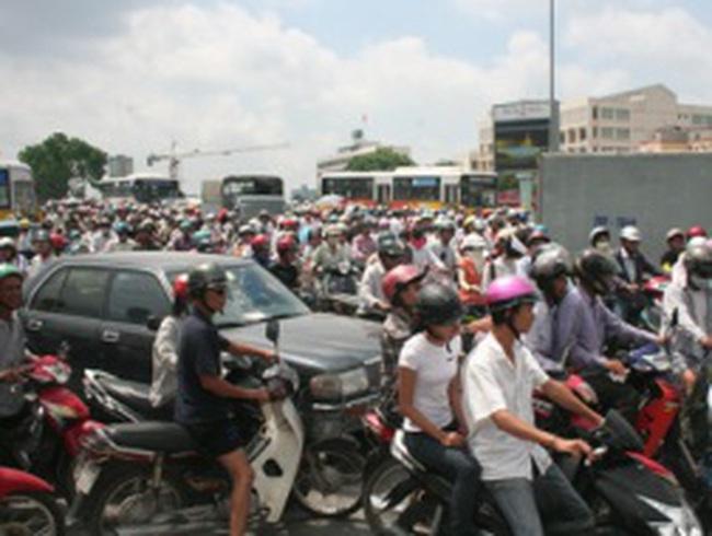 Hà Nội phải phấn đấu giảm 30% số vụ ùn tắc trong năm 2012