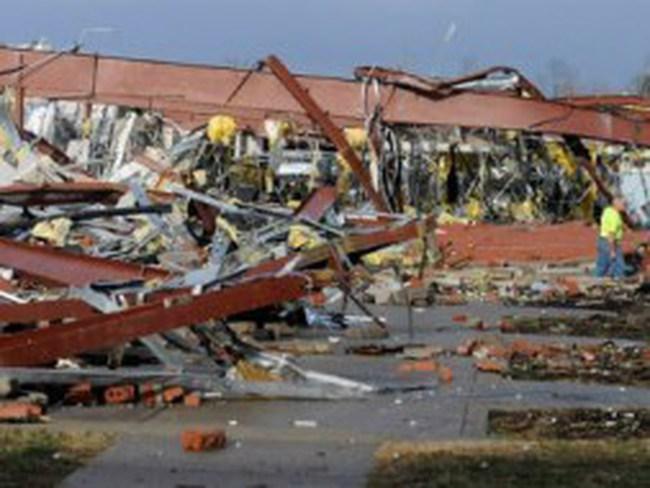 Mỹ: Tan hoang sau hàng loạt bão lốc