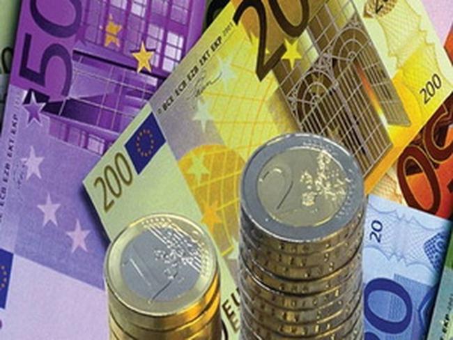 """Kinh tế châu Âu tiến sát đến """"bờ vực"""" suy thoái"""