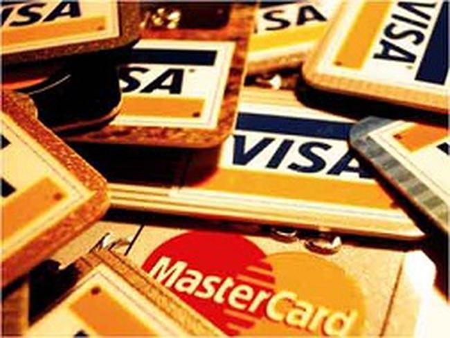 Người tiêu dùng đã thích rút thẻ trả tiền