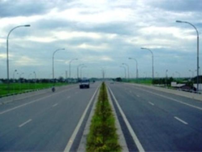 Mở rộng Quốc lộ 1 và xây dựng đường cao tốc Bắc Nam