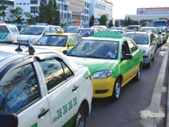 Doanh nghiệp taxi sốc vì xăng tăng giá