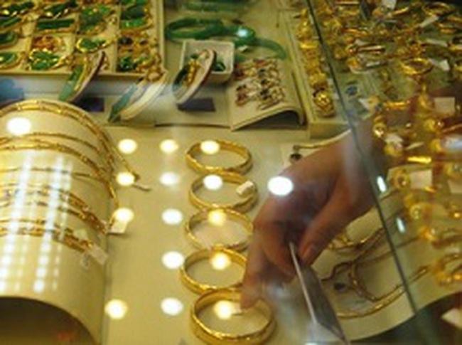 Gian lận tuổi vàng, mánh kiếm lời của tiệm vàng