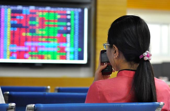 """Nhà đầu tư """"chuyển hướng"""" sang SHB, cổ phiếu chứng khoán """"dậy sóng"""""""
