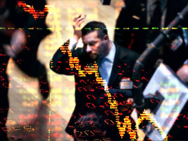 Fitch hạ triển vọng xếp hạng nợ Anh xuống mức tiêu cực