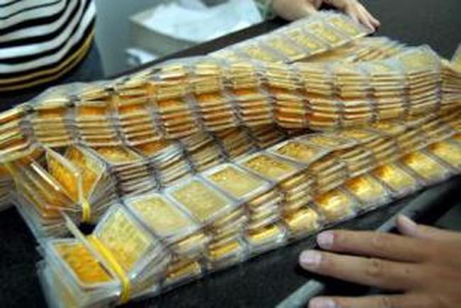 Tăng gần 200 nghìn đồng, giá vàng vượt xa mốc 44 triệu đồng/lượng