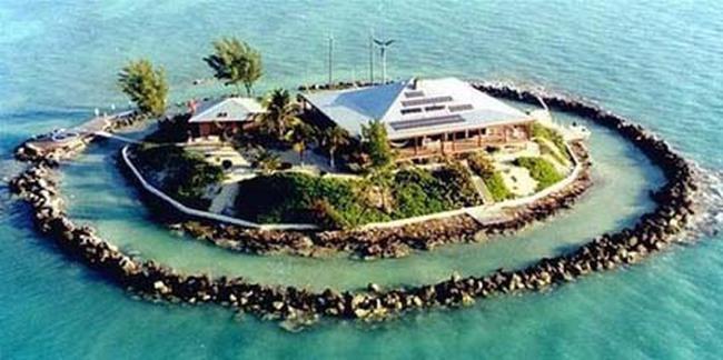 Kỳ thú ngôi nhà 'mọc' giữa rặng san hô