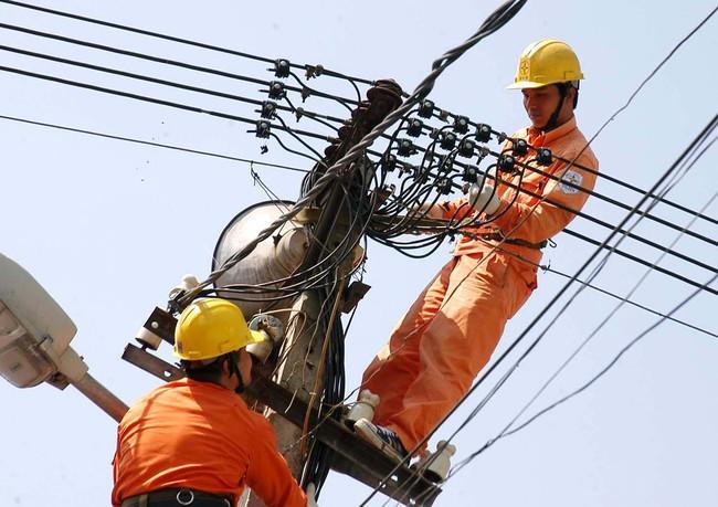 """Cổ phiếu ngành điện khó """"ăn theo"""" giá điện"""