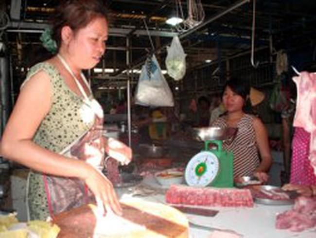 Thịt lợn nhiễm độc: Người nuôi chết dở, dân buôn khốn khổ