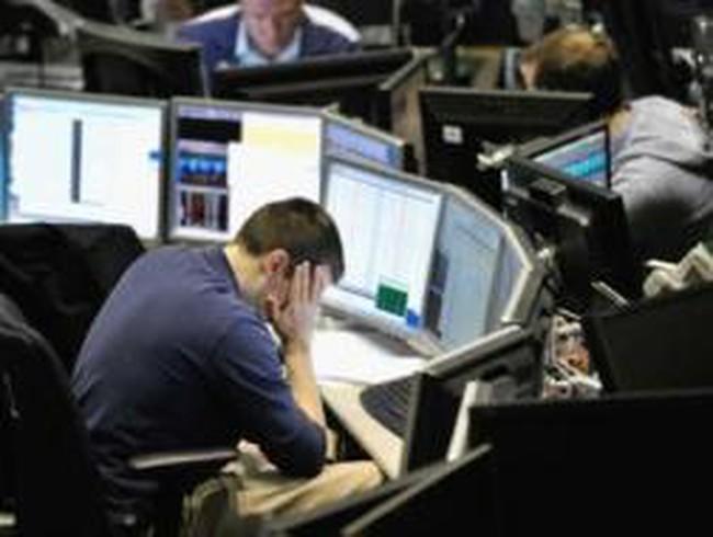 Giá hàng hóa, chứng khoán đồng loạt đi xuống sau khi Trung Quốc tăng giá xăng