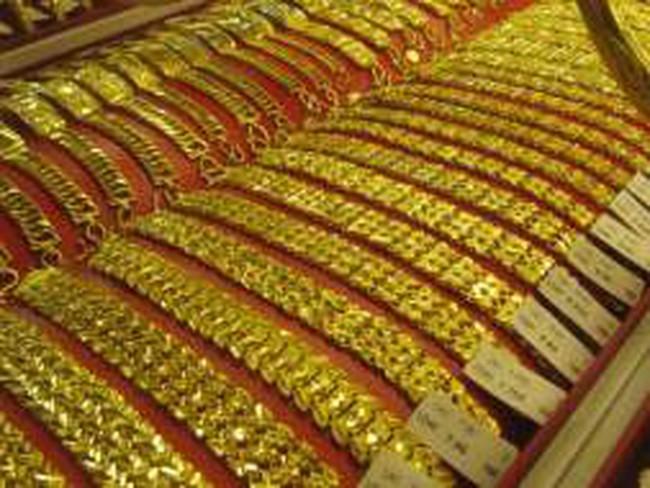 Rớt thêm 230 nghìn đồng, giá vàng xuống 43,5 triệu đồng/lượng