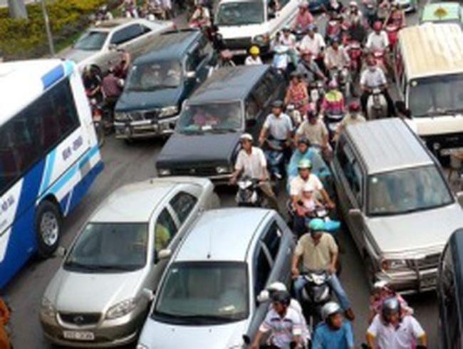 Đề xuất tăng thu phí lưu hành ôtô, xe máy thêm 5%