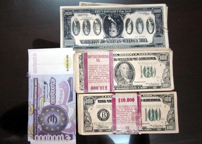 Đề nghị truy tố 2 đối tượng lưu hành 20.000 USD giả
