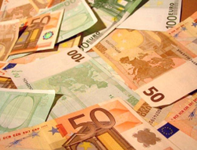 Trung Quốc và EU đối mặt nguy cơ xung đột tiền tệ do kinh tế chậm lại
