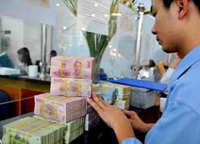 Thắt tín dụng, ngân hàng vẫn kỳ vọng nguồn thu từ lãi
