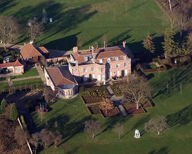 Vợ chồng Beck-Vic bán cung điện Beckingham