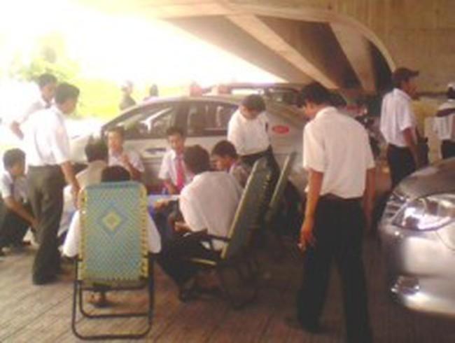 Tài xế taxi Happy ngưng việc phản ánh quy định mới của công ty