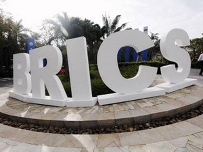 BRICS hướng tới sử dụng ngoại tệ ngoài đồng USD