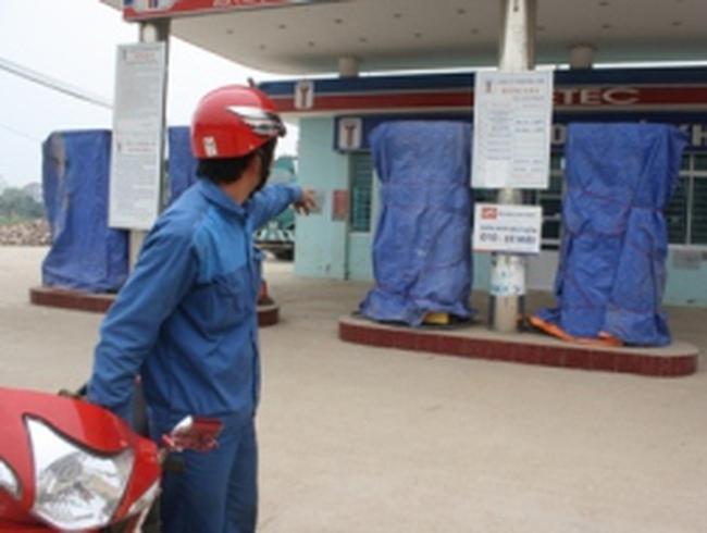 """Vụ xăng bẩn ở Bắc Giang: """"Khả năng xăng bị pha dầu hỏa"""""""