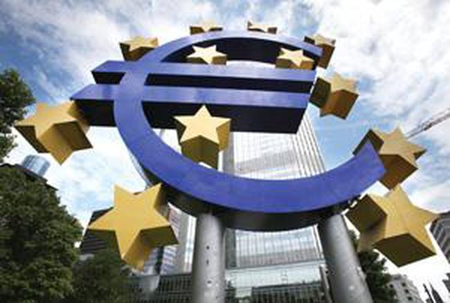 """Châu Âu: Ngân hàng thương mại """"ăn trên lưng"""" Ngân hàng Trung ương"""