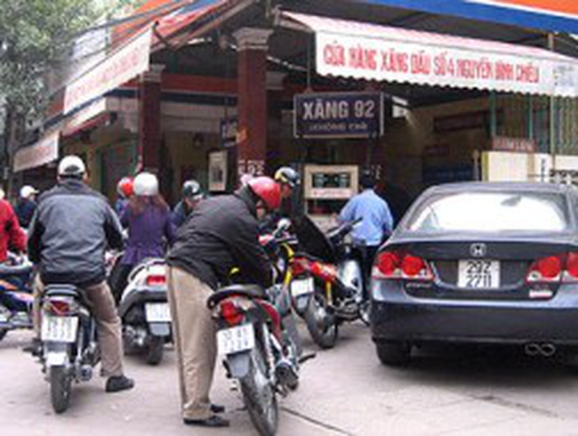 DN xăng dầu: Thấy khó thì 'chạy làng'